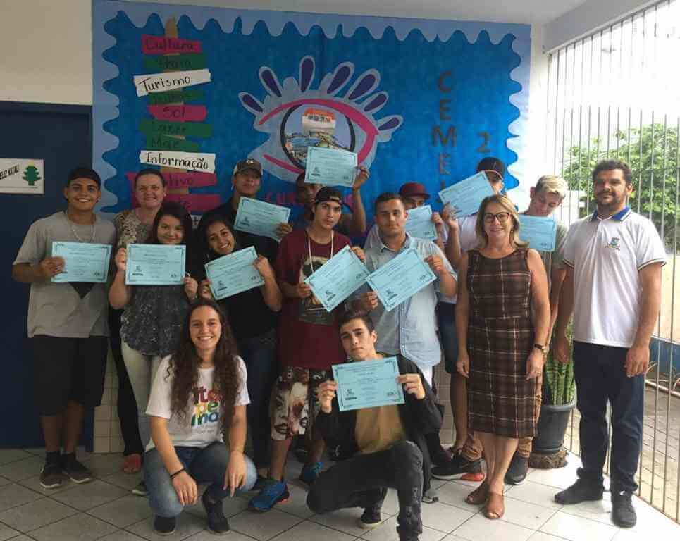 Alunos do CEMEJA recebem certificado do Curso de Turismo e Cultura