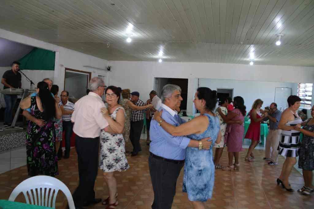 Assistência Social realiza confraternização no Baile da Melhor Idade do Morretes