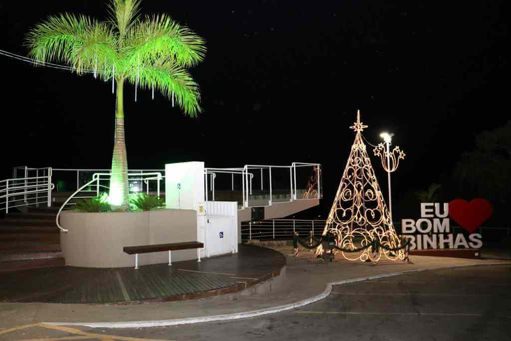 BOMBINHAS - Bombinhas mais bonita para as Festas de Fim de Ano - Foto: Manuel Caetano