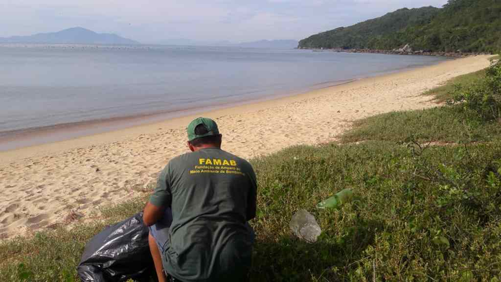 BOMBINHAS - Costeira de Zimbros recebe limpeza de margens