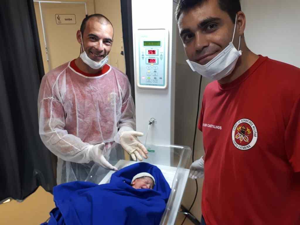 BOMBINHAS - Bebê nasce com a ajuda do Corpo de Bombeiros de Bombinhas