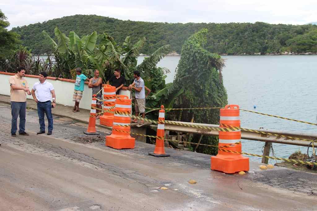 PORTO BELO - Decreto proíbe veículos pesados no Araçá após deslizamento de terra