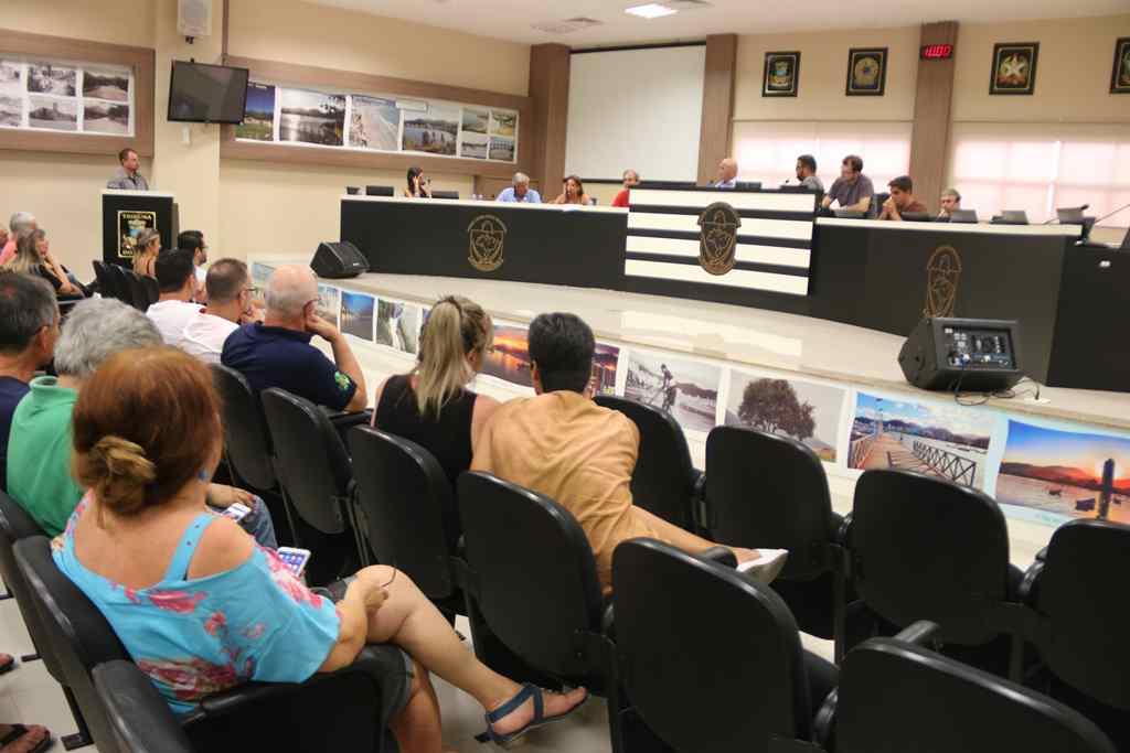 Prefeita Nilza Simas participa de reunião sobre poluição dos rios na Câmara de Vereadores