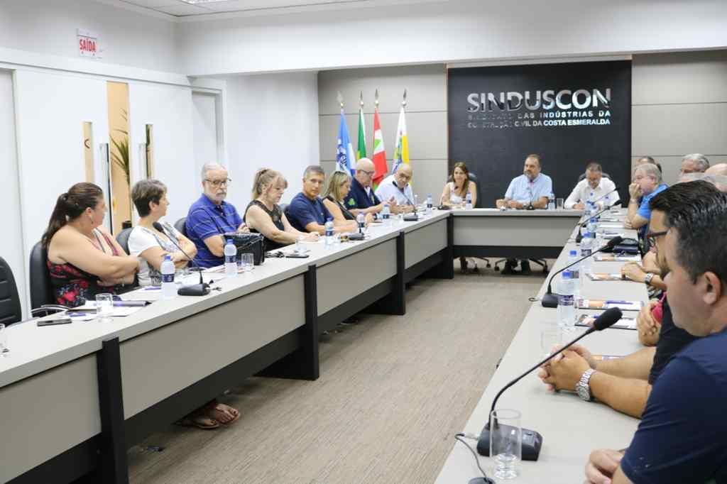 Prefeita Nilza Simas se reúne com entidades para solucionar problema do esgoto