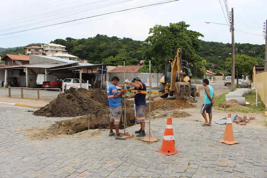 PORTO BELO - Porto Belo realiza manutenção em tubulação do centro