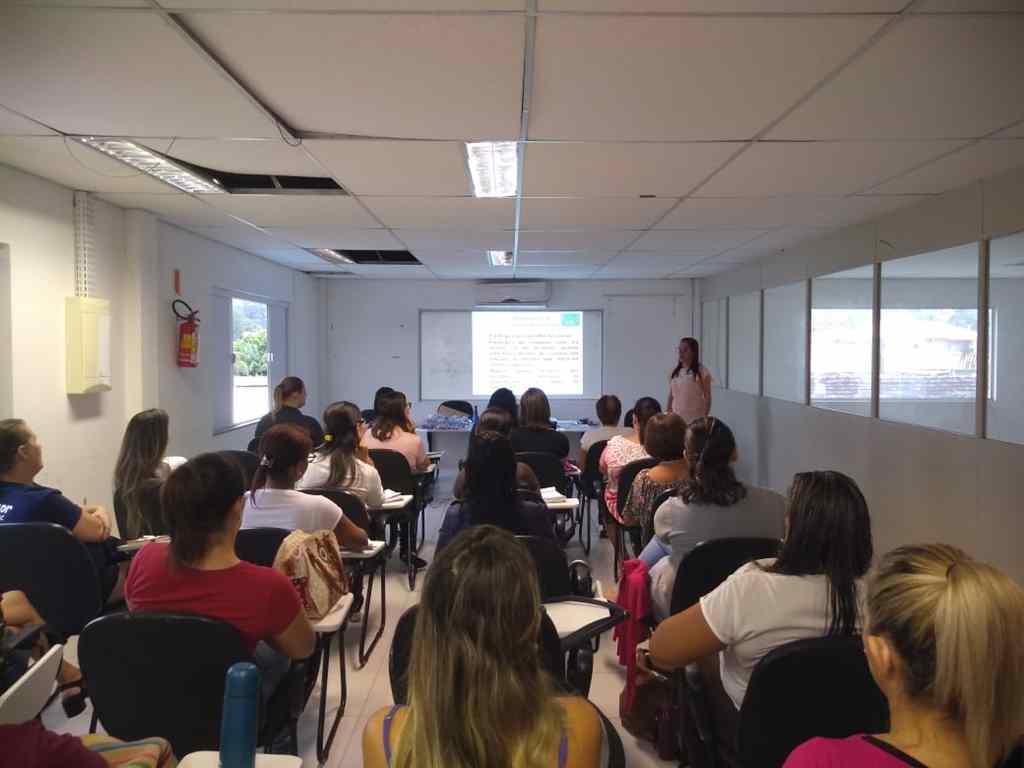 PORTO BELO - Profissionais debatem Educação Inclusiva em Porto Belo