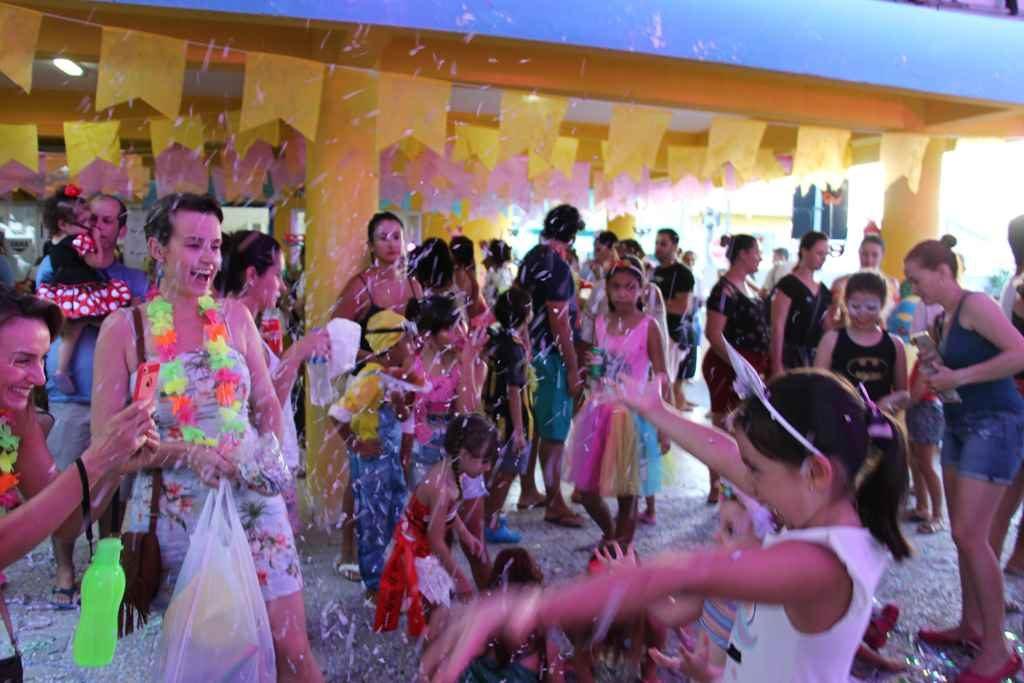 BOMBINHAS – Bailinho de Carnaval: Sucesso de Público e Alegria