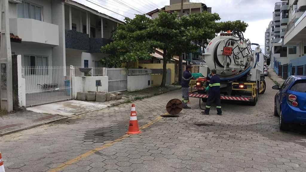 BOMBINHAS - Elevatórias de Esgoto recebem limpeza preventiva - Foto: Assessoria de Comunicação/Águas de Bombinhas
