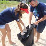 BOMBINHAS - Limpeza dos Mares ACATMAR recolhe seis toneladas de lixo - Foto: Manuel Caetano