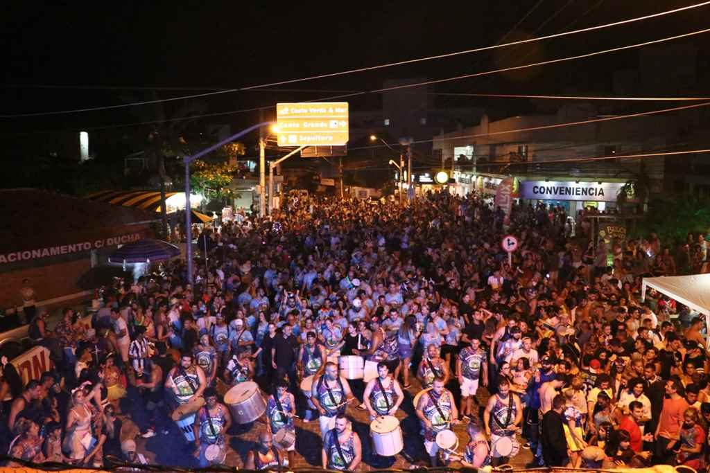 BOMBINHAS – Turistas e Comunidade curtem o Carnaval de Bombinhas