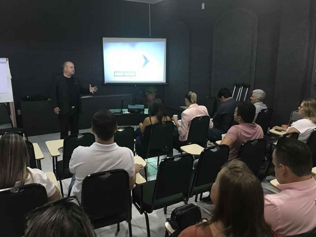 PORTO BELO - Reunião apresenta pontos principais do Projeto Cidade Empreendedora em Porto Belo