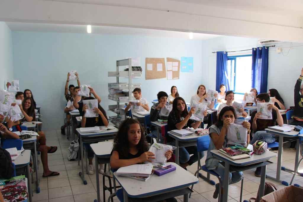 PORTO BELO – Uniformes começam a ser entregues em Porto Belo