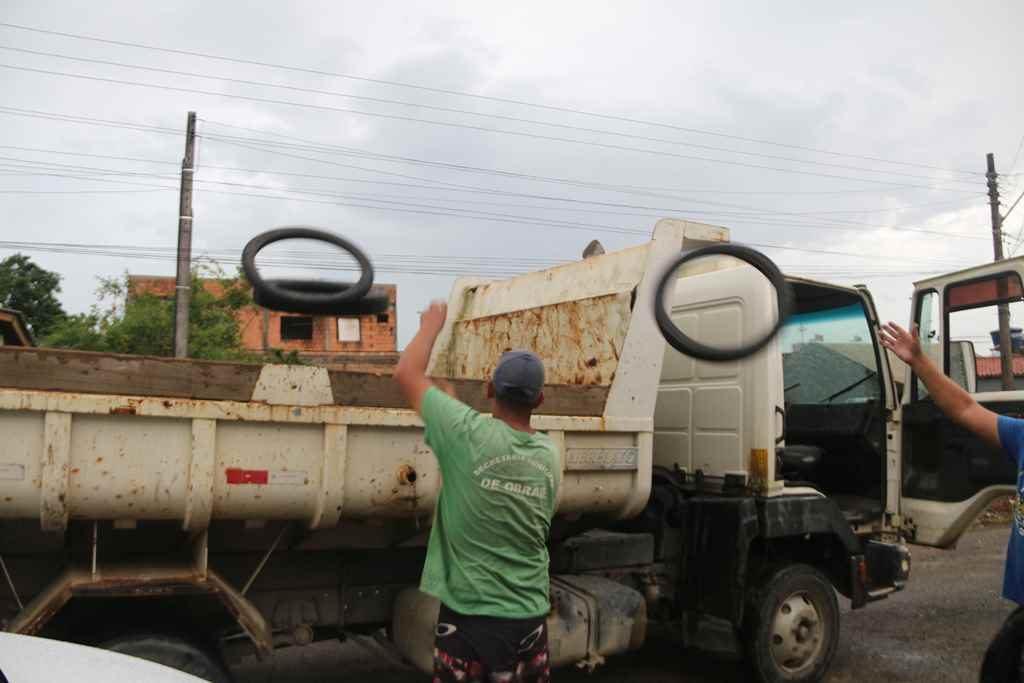 Operação desmantela acúmulo irregular de pneus em Itapema