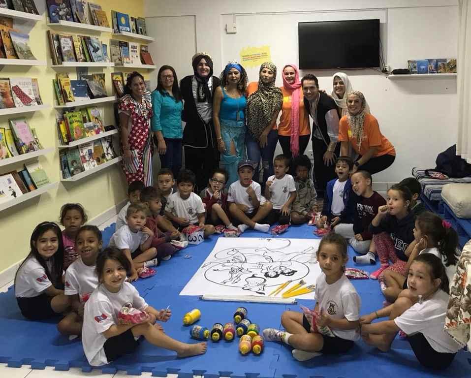 PORTO BELO - Escola organiza contações de histórias na biblioteca