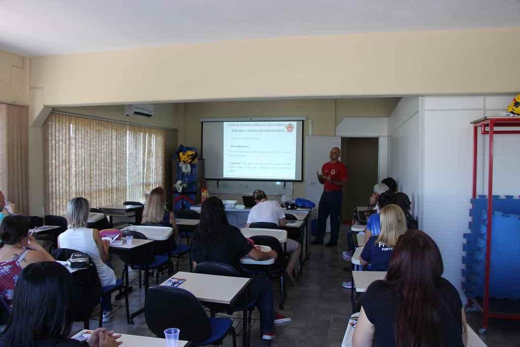 PORTO BELO – Professores de Porto Belo recebem noções de primeiros socorros