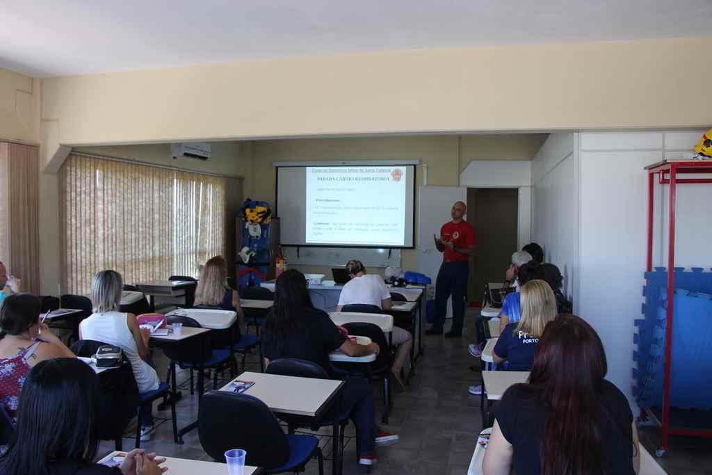 PORTO BELO - Professores de Porto Belo recebem noções de primeiros socorros