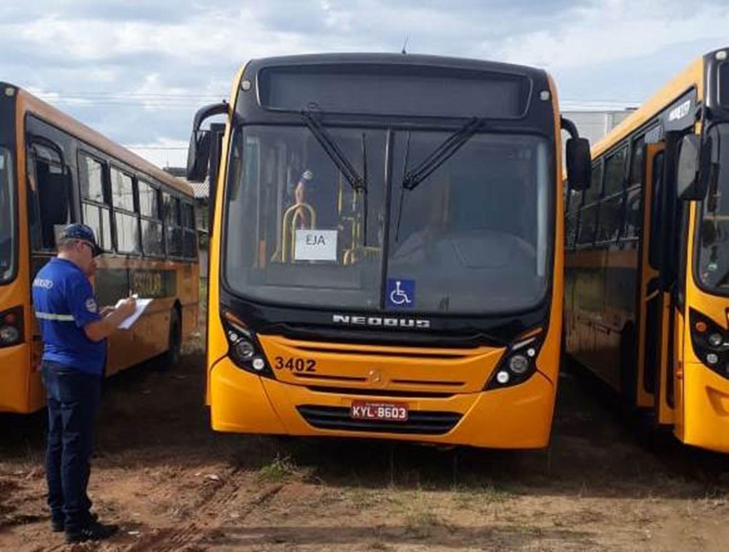 Detrami realiza vistoria em ônibus de transporte de estudantes