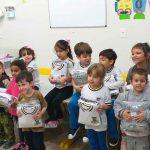 Educação de Itapema inicia a entrega de uniforme de inverno para alunos da Rede Municipal