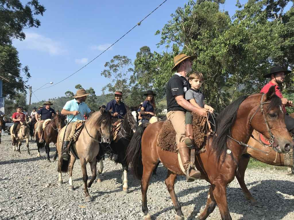Muita tradição e cultura marcam cavalgada em Itapema