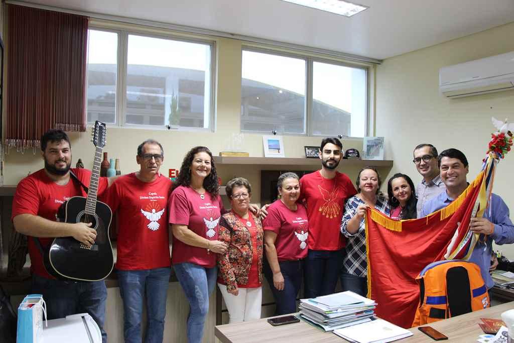 PORTO BELO - Bandeira do Divino visita Centro Administrativo em Porto Belo
