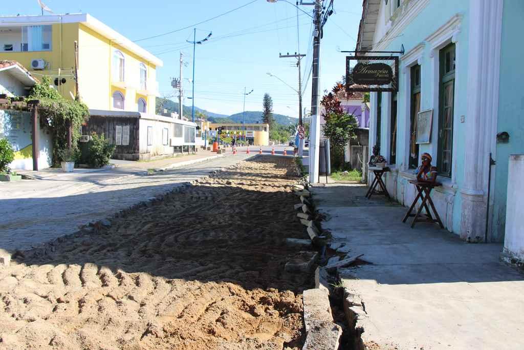 PORTO BELO - Porto Belo inicia revitalização de ruas no Centro