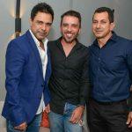 Zezé di Camargo, o promoter Alex Ferrer e Odail Santana - Foto: Carlos Alves