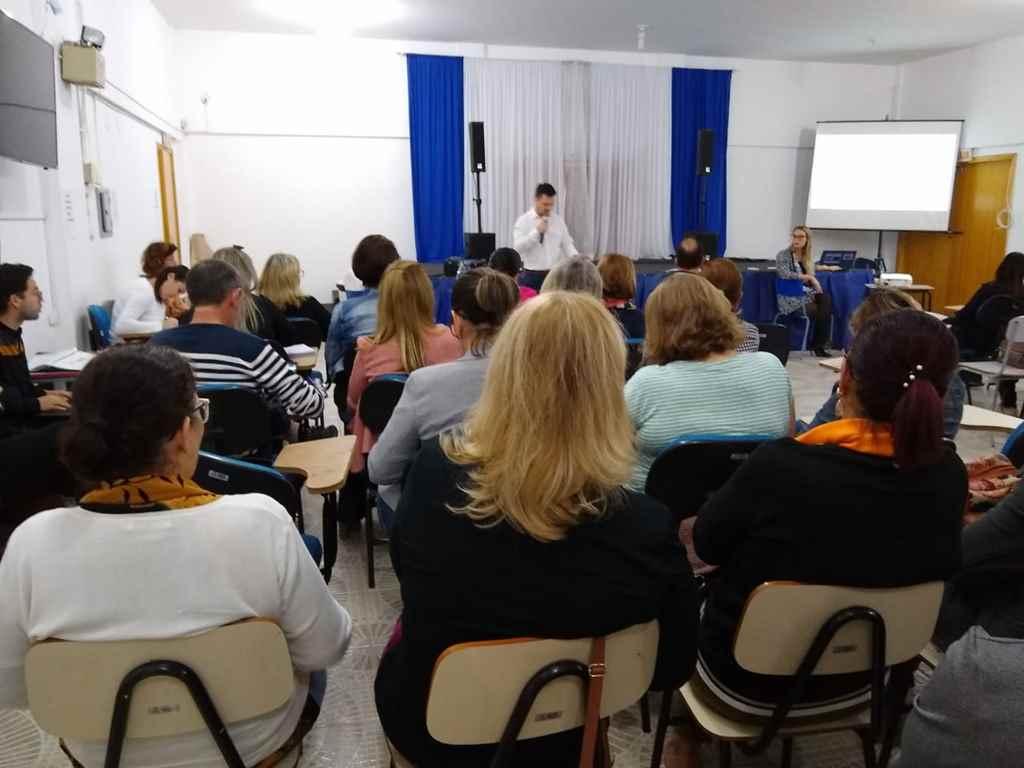 Educação promove formação voltada ao combate a evasão escolar