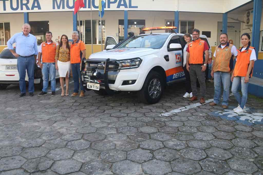 Prefeita Nilza Simas entrega nova viatura para a Defesa Civil