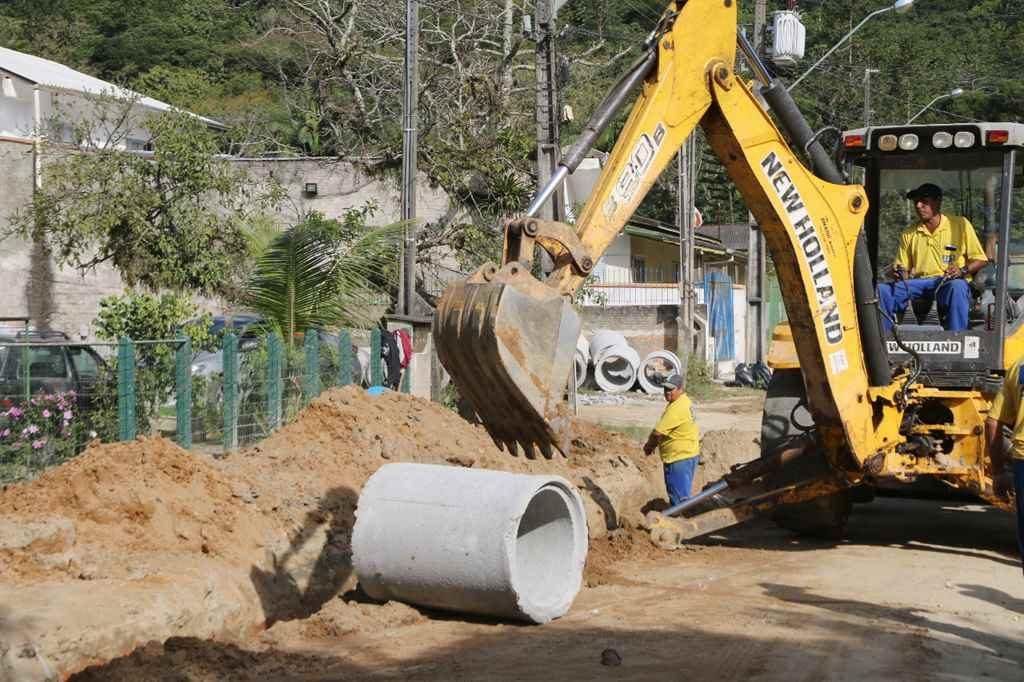 Iniciam as obras de drenagem pluvial da Rua 706 no Bairro Várzea