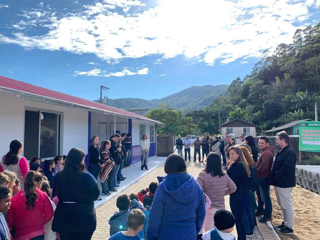 PORTO BELO – Porto Belo entrega duas salas de aula para o bairro Santa Luzia
