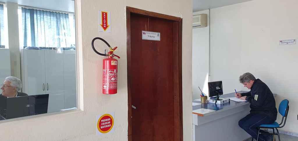 PORTO BELO - Porto Belo regulariza prédios públicos às normas do Corpo de Bombeiros