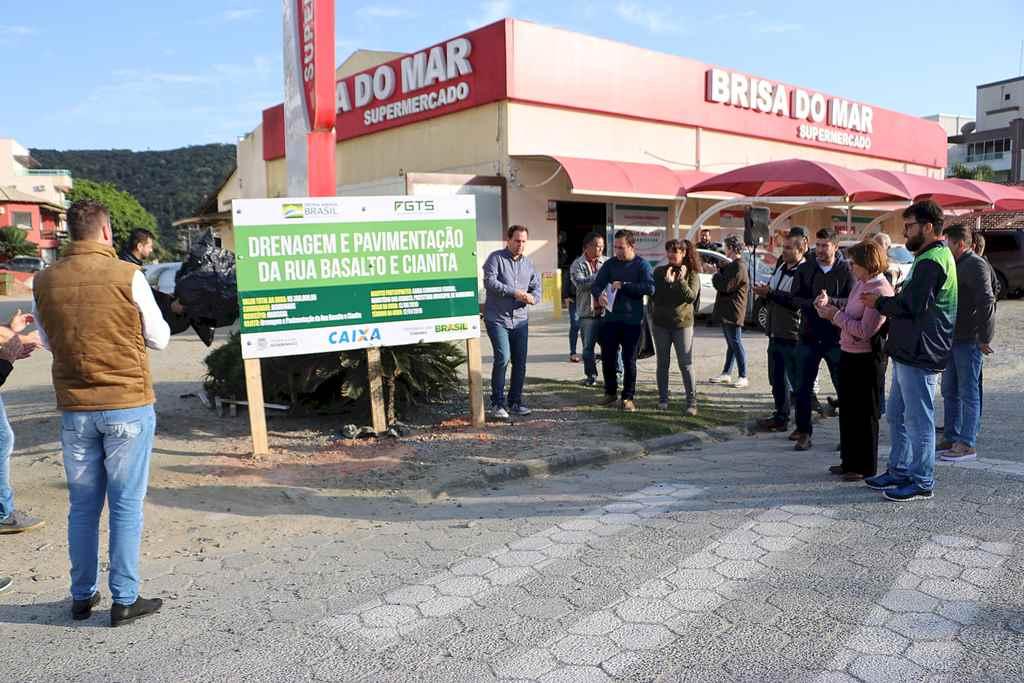 BOMBINHAS - Assinada Ordem de Serviço para início de Obras em Mariscal - Foto: Manuel Caetano