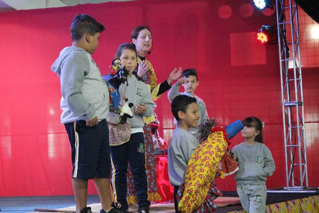Educação participa de evento em alusão ao Dia do Folclore
