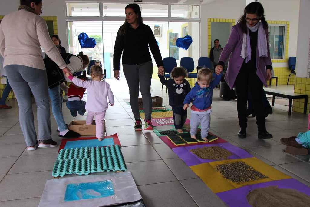 PORTO BELO - Alunos trabalham inclusão através de tapete sensorial