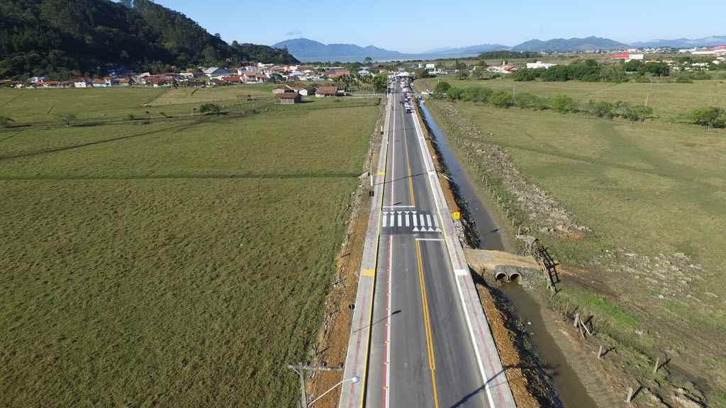PORTO BELO - Pavimentação completa no Alto Perequê