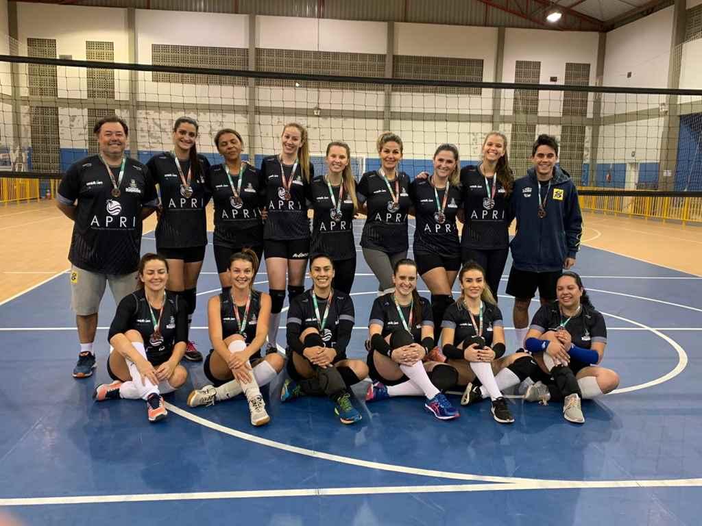 Voleibol feminino de Itapema conquista bronze na fase microrregional JASC