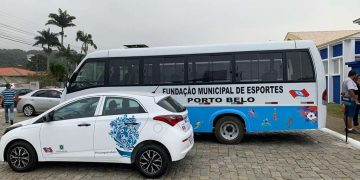 PORTO BELO - Governo de Porto Belo entrega veículos às Fundações de Turismo e Esportes