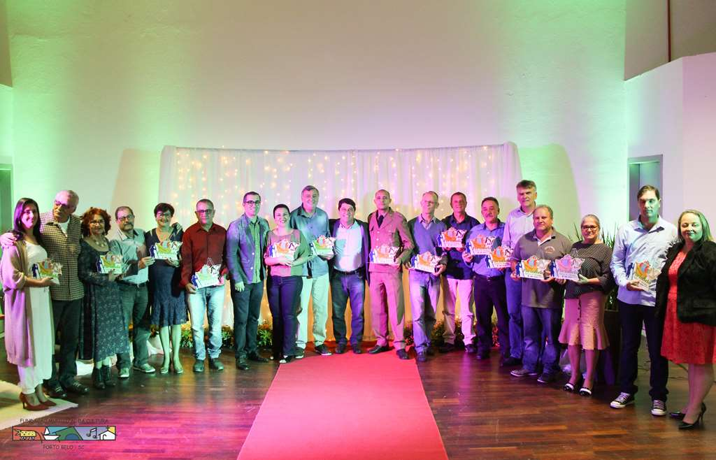 PORTO BELO - Nativos e Adotados são homenageados em Porto Belo