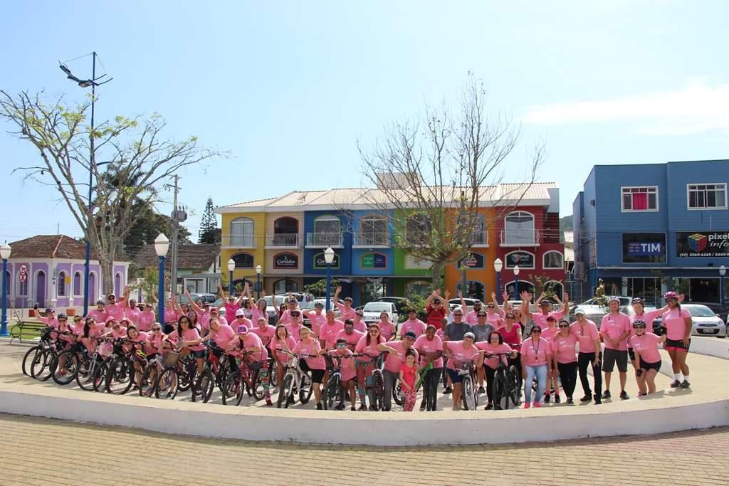 PORTO BELO – Pedalada Rosa mobiliza famílias contra o Câncer de Mama