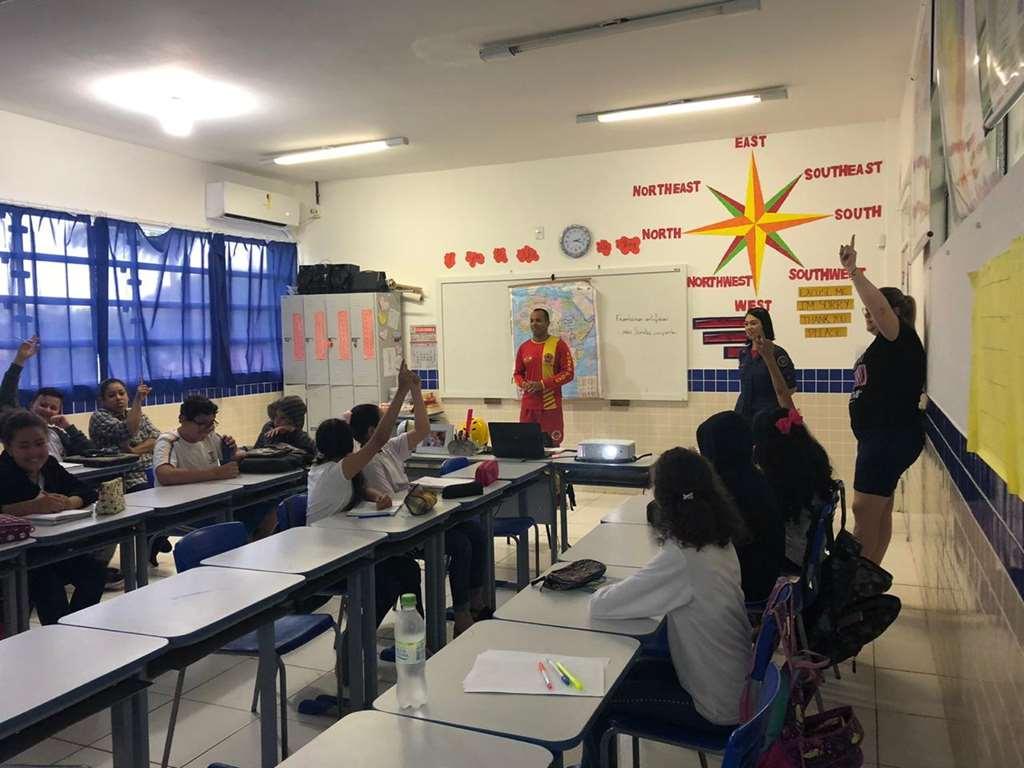 Alunos recebem orientação sobre salvamento na Escola Luiz Francisco Vieira