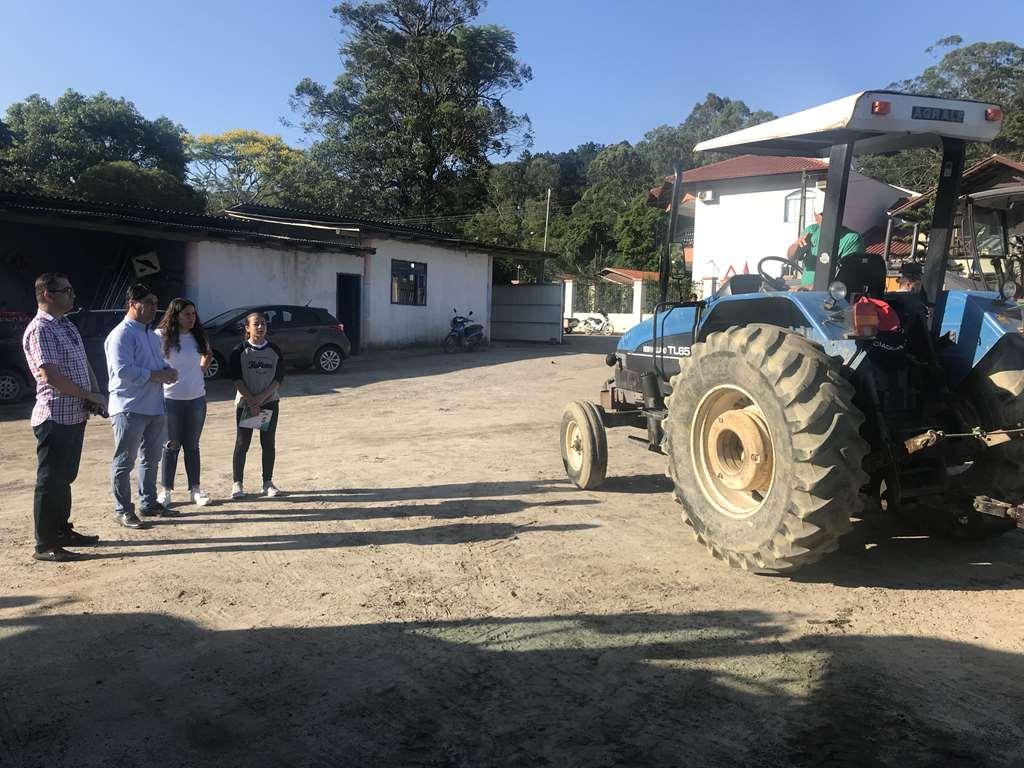 PORTO BELO - Prefeita e vice-prefeita mirim de Porto Belo visitam Secretaria de Obras