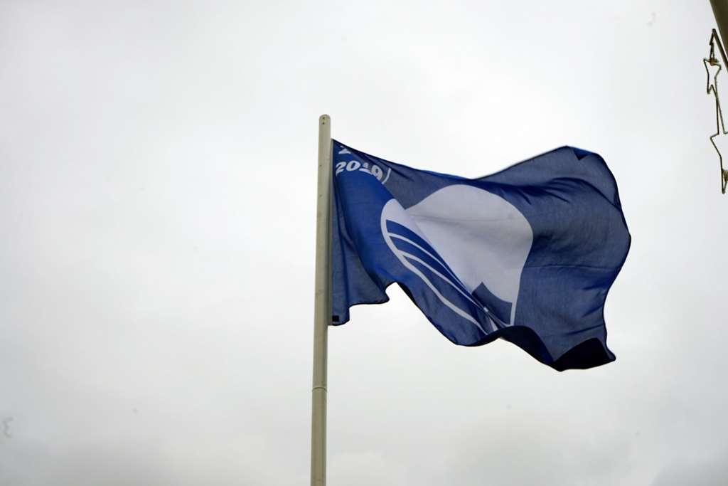 BOMBINHAS - Bandeira Azul é hasteada em Quatro Ilhas e Mariscal - Foto: Manuel Caetano