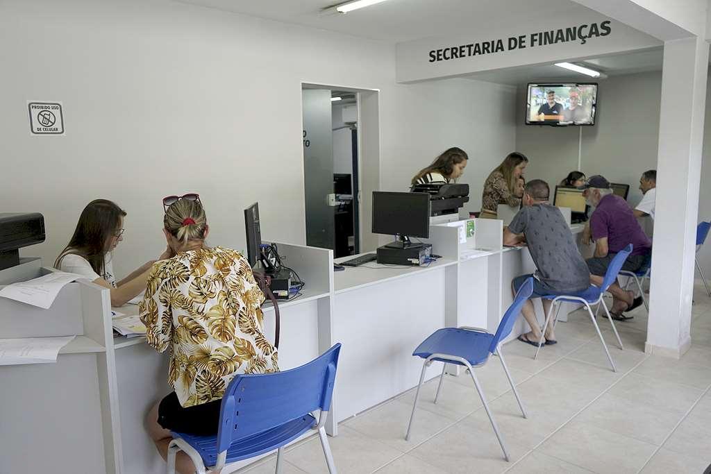 BOMBINHAS - Plantão garante cadastramento de isenção da TPA - Foto: Manuel Caetano
