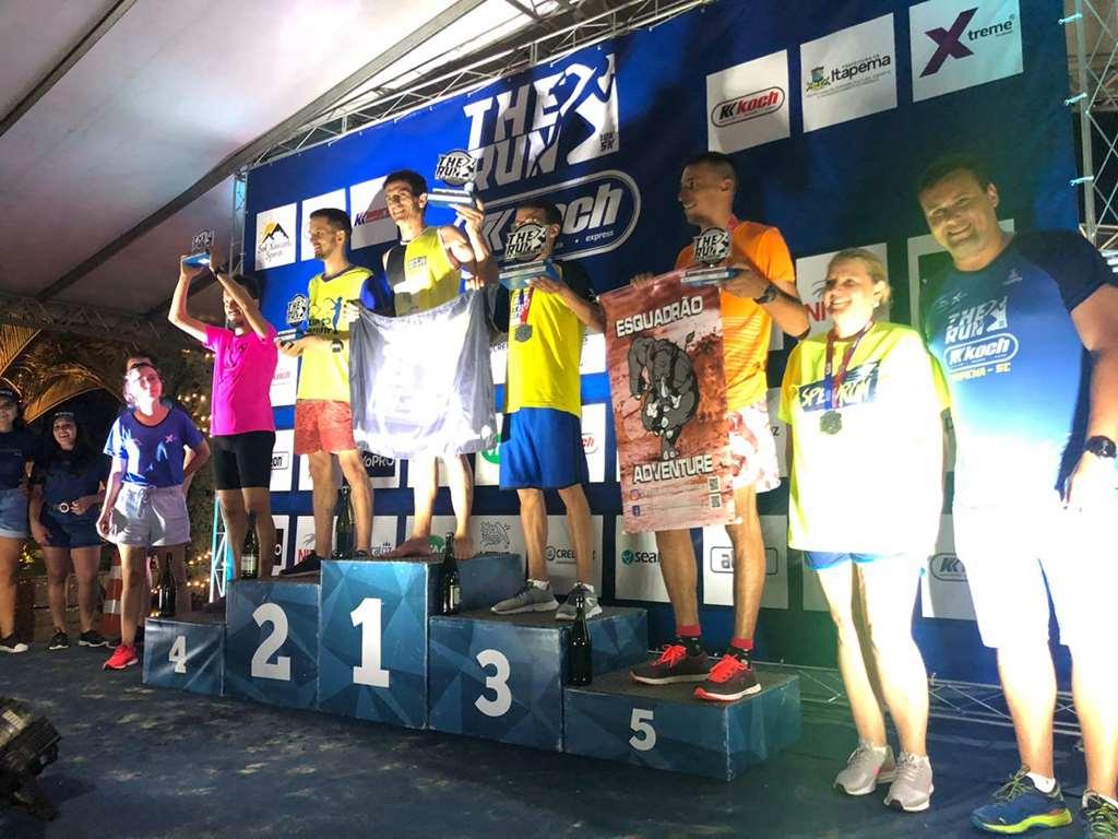 Corrida noturna reúne mais de 700 atletas na Praia Central