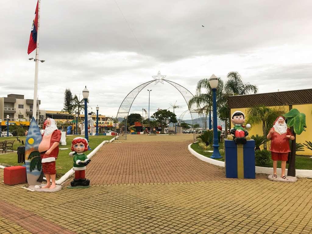 PORTO BELO - Porto Belo mantém Praça da Bandeira decorada para o Natal