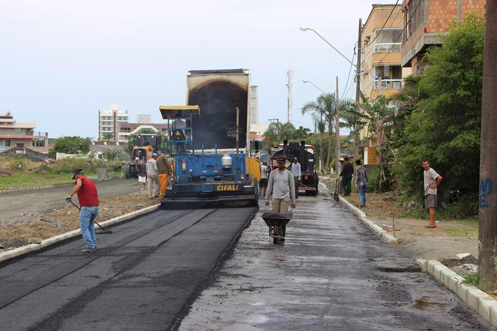 PORTO BELO - Primeiro trecho da João Manoel Jaques recebe asfalto