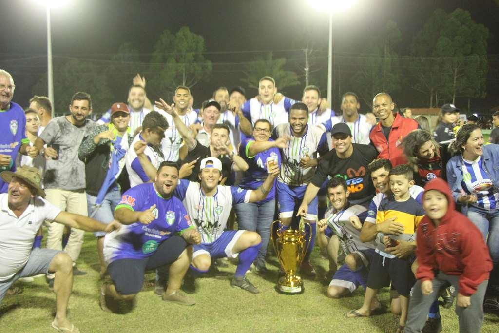 PORTO BELO - Santa Cruz é campeão do Municipal de Campo em Porto Belo