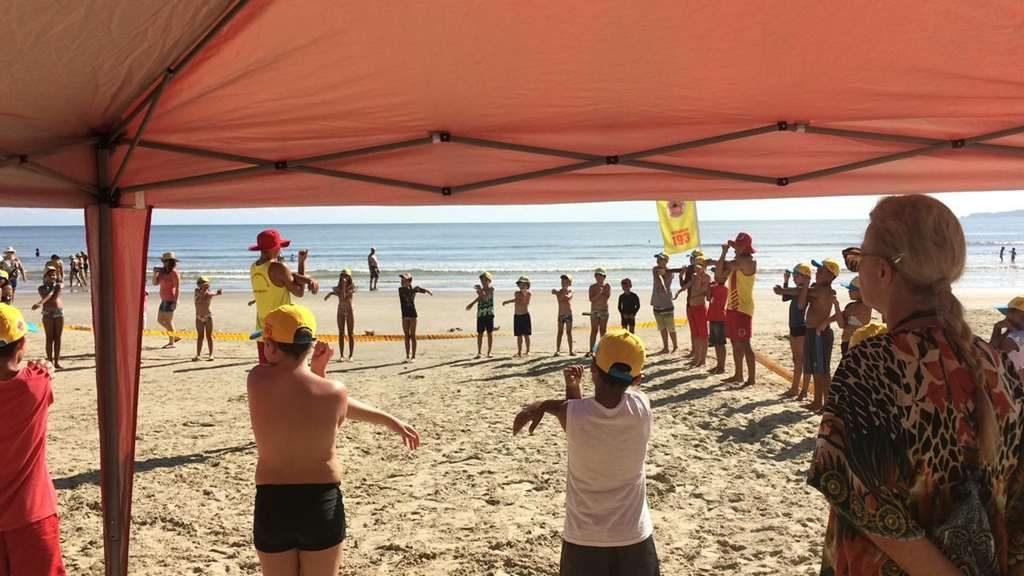 Crianças atendidas pelo CRAS participam do Projeto Golfinho