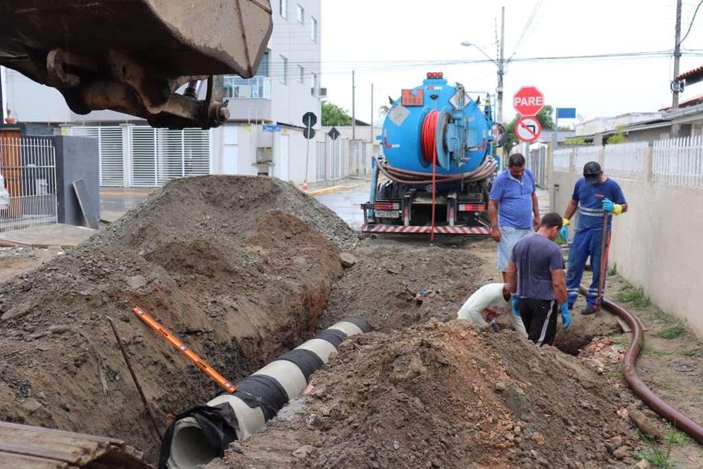 Obras realiza manutenção de drenagem pluvial no Bairro Morretes
