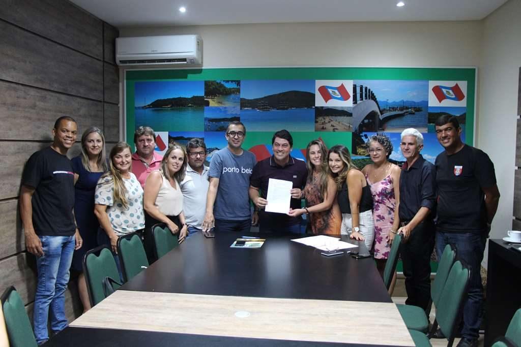 PORTO BELO – Porto Belo recebe recurso para quadra esportiva da Escola Nair Rebelo